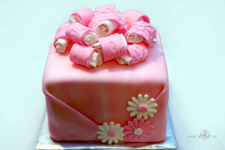 Розовый подарок девушке на 435